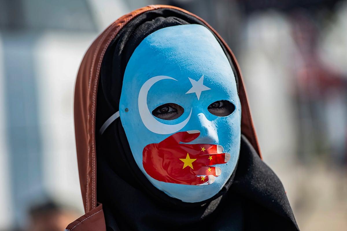 圖為民眾在土耳其舉行抗議中共在新疆暴行的示威活動。(YASIN AKGUL/AFP via Getty Images)