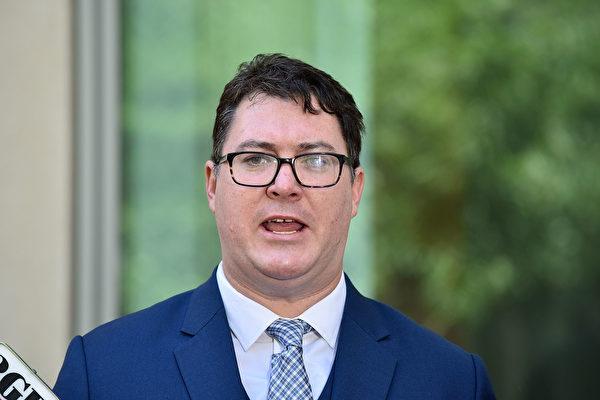 澳洲聯邦議員克里斯滕森(George Christensen)恭賀世界法輪大日。(Michael Masters/Getty Images)