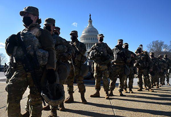 1月19日,美國國會佈滿了國民警衛隊士兵。(OLIVIER DOULIERY/AFP via Getty Images)
