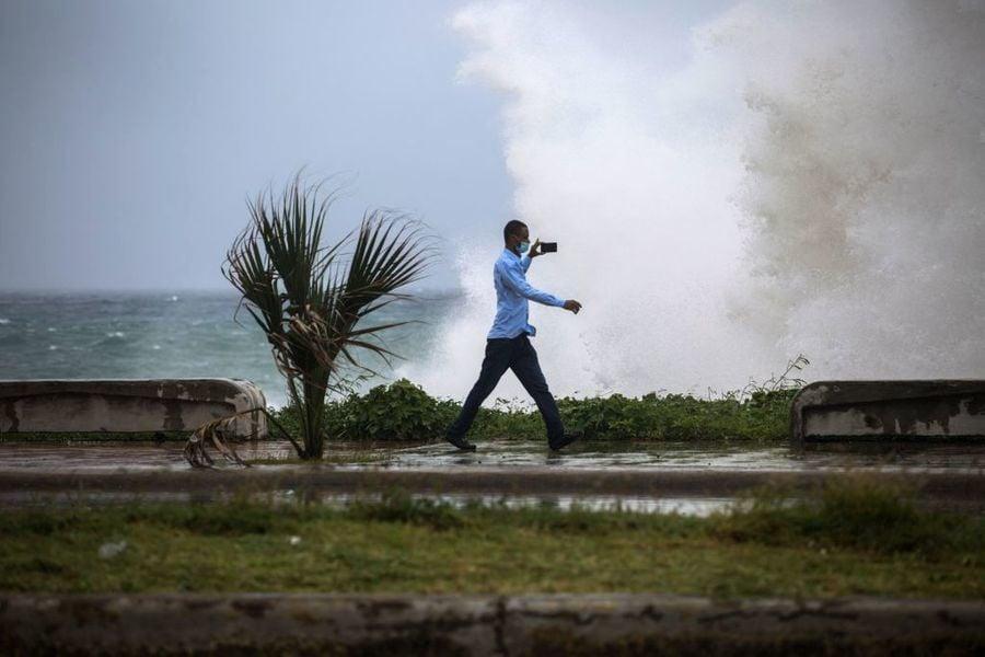 熱帶風暴艾爾莎逼近 美國佛州四百萬人收到預警