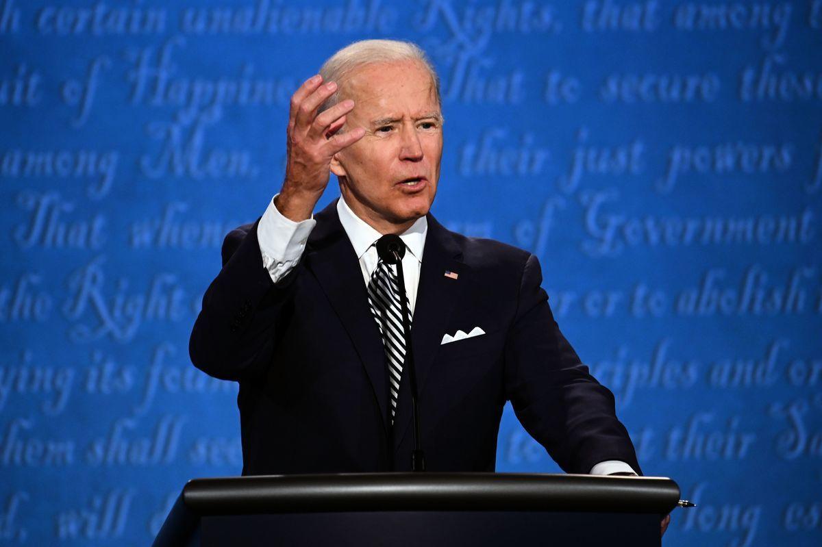 民主黨總統候選人拜登在周二(9月29日)晚間的首次辯論會上宣稱,他完全擊敗了伯尼·桑德斯(Bernie Sanders)這位民主黨內的社會主義者,他將代表民主黨。(JIM WATSON/AFP via Getty Images)