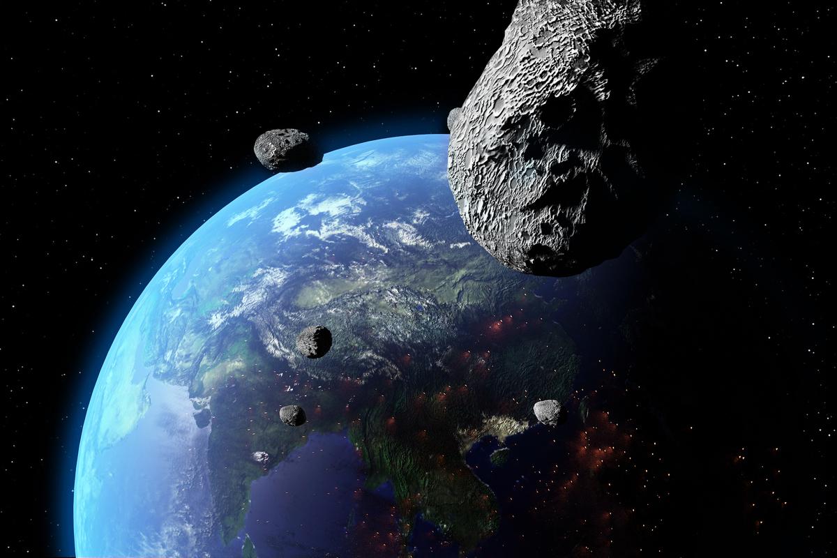 小行星飛掠地球示意圖。(ShutterStock)