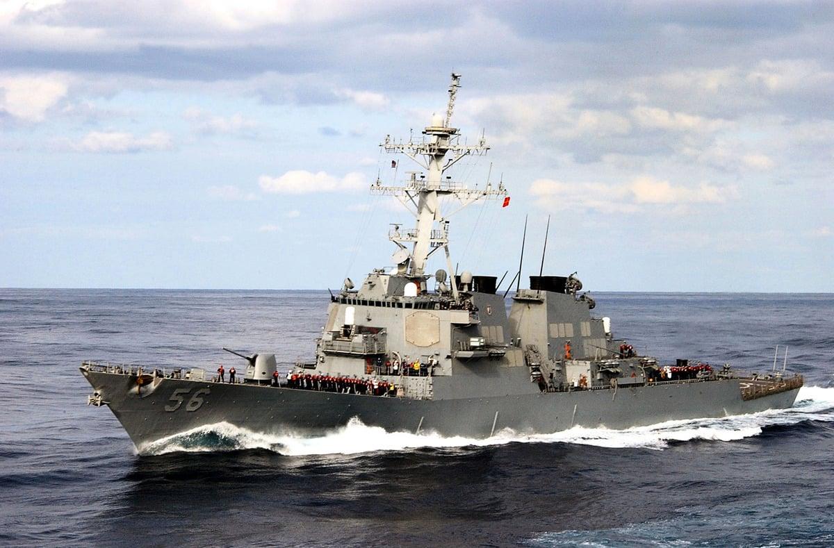 2021年2月5日,美國麥凱恩號導彈驅逐艦抵達南海。圖為麥凱恩號資料照。(U.S. Navy via Getty Images)