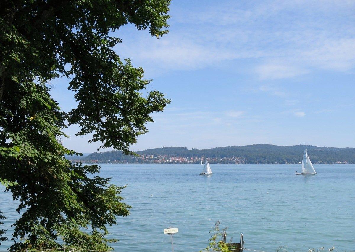 從花島美瑙(Insel Mainau)看博登湖(Bodensee)。(黃芩/大紀元)