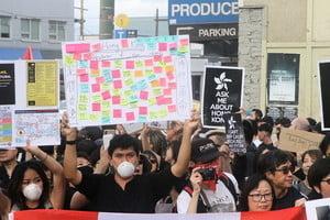 溫哥華港人街頭講反送中 陸留學生對峙