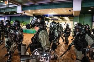 港媒曝光黑警假扮示威者 挑起事端混淆視聽