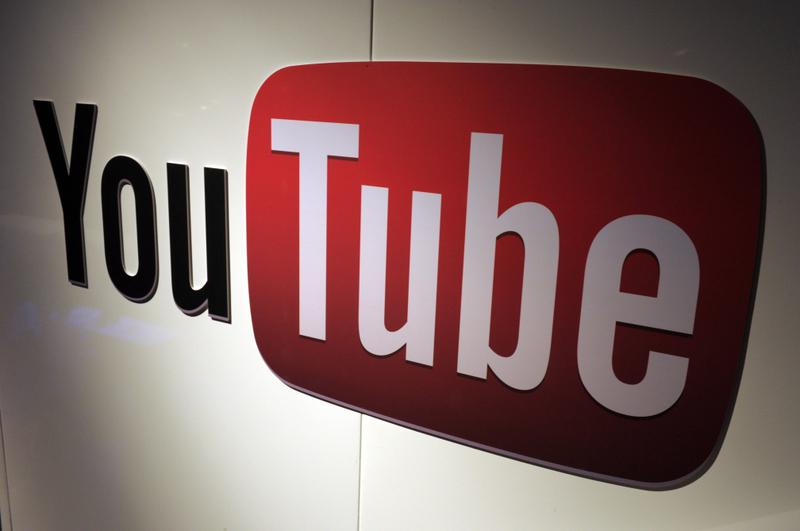 隨著美國大選將近,Google威脅分析小組在7月~9月之間,刪除超過3,000個中共營運的YouTube假帳號。這些帳號試圖在YouTube上進行影響力活動。圖為YouTube商標。(Ethan Miller/Getty Images)