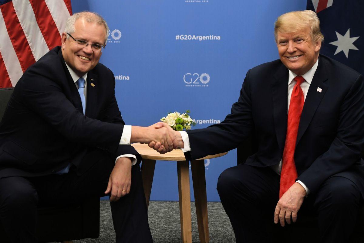 澳洲民眾把剛剛成功連任的總理莫里森(Scott Morrison)比作美國總統特朗普,認為兩人存在很多相似之處。(SAUL LOEB/AFP/Getty Images)