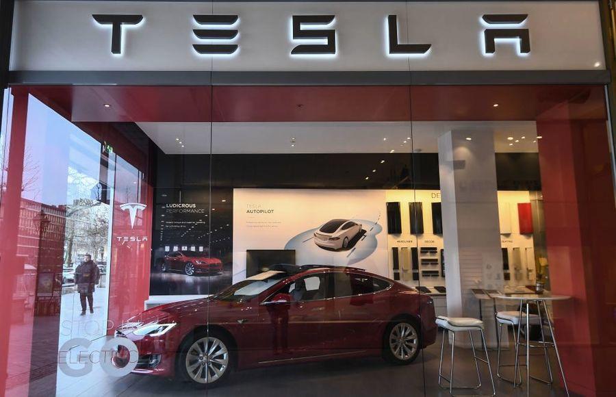美國調查76.5萬Tesla汽車自動駕駛問題