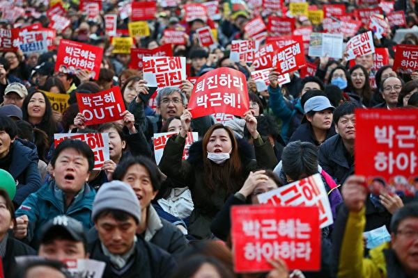 民眾要求朴槿惠引咎辭職。(Getty Images)