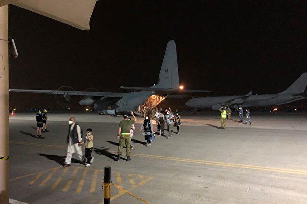 澳洲再從阿富汗撤出76人 歸國航班將抵西澳