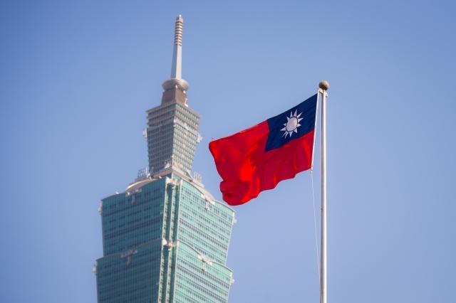 標普全球評級表示,台灣經濟增長穩健,把台灣的長期發行體信用評等從原本的「AA-」上調到「AA」。圖為台北101大樓。(陳柏州/大紀元)