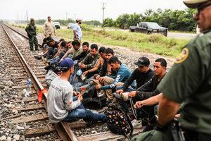 美最高法院下令恢復「留在墨西哥」移民政策