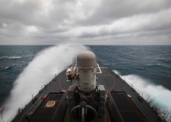 2020年12月30日,美軍驅逐艦麥凱恩號(DDG 56)和威爾伯號(DDG 54)穿越台灣海峽。(美國第七艦隊)。
