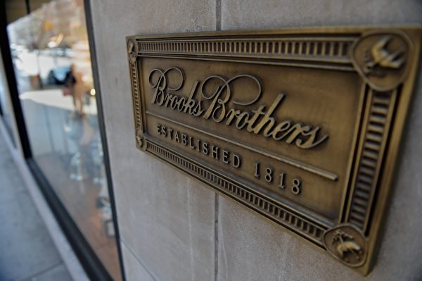 在中共肺炎疫情衝擊下,擁有202年歷史的服裝零售商布克兄弟(Brooks Brothers)上周宣佈,該公司已申請破產保護,並尋求永久關閉51家商店。(STAN HONDA/AFP via Getty Images)