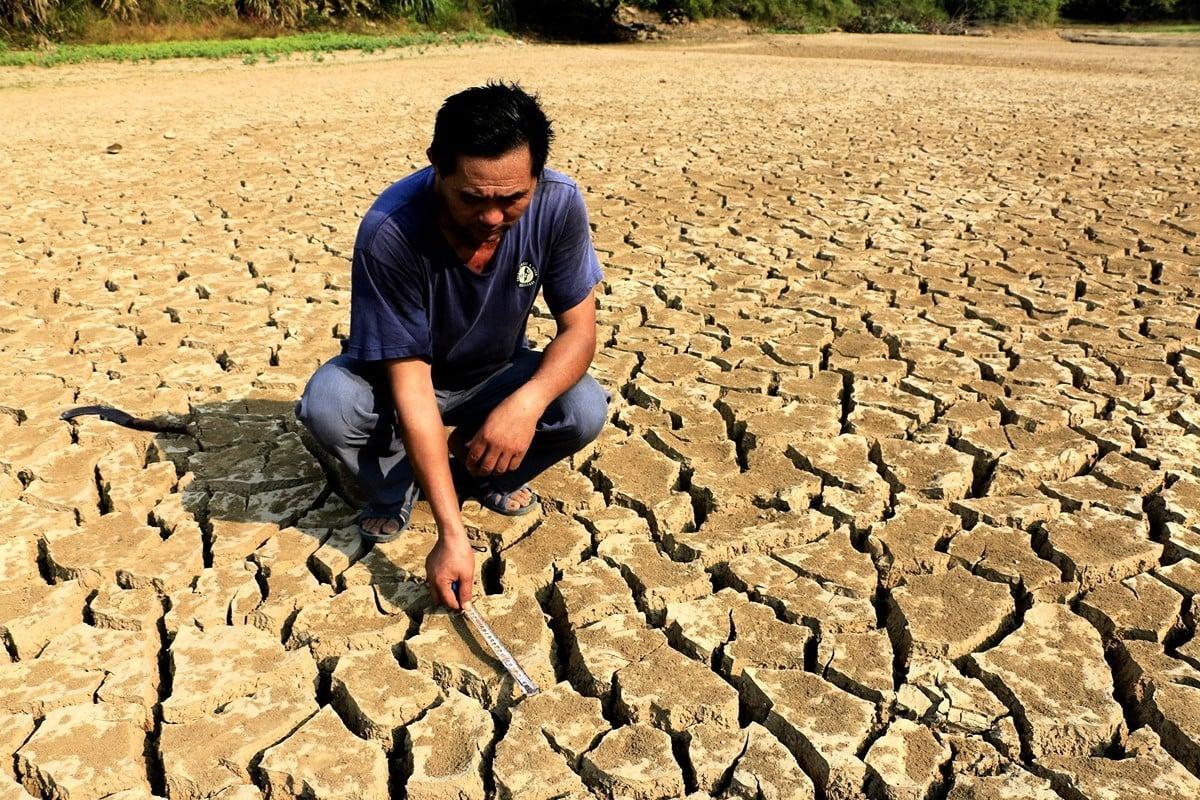 7月下旬以來,一場大面積的乾旱正在江西蔓延。圖為10月4日,江西彭澤縣黃嶺鄉芳湖村,曾經水草豐盈的池塘已乾枯。(大紀元資料室)