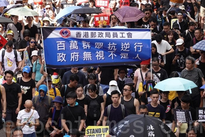 7月1日香港50萬人上街參加反送中大遊行。(駱亞/大紀元)