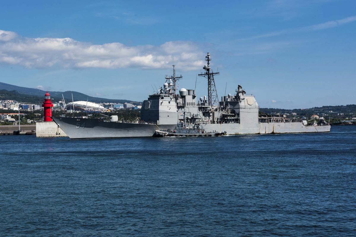 美國官員星期二(1月15日)表示,鑒於中共日益增強的軍事實力,華府正在密切關注台海緊張局勢的發展,擔心中共或考慮以武力侵略台灣。美國軍艦去年在台灣海峽自由航行。(William CARLISLE/US NAVY/AFP)
