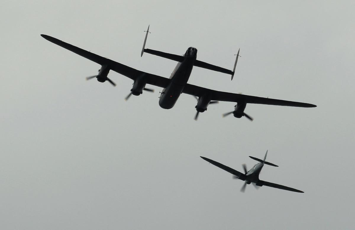 2010年9月7日,英國飛機飛過倫敦上空,紀念1940年的大不列顛之戰70周年。(Peter Macdiarmid/Getty Images)