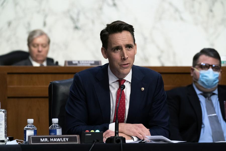 霍利將在1月6日挑戰選舉人團 參院第一人