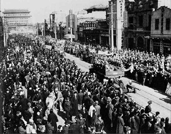 在1989年六四坦克之後,在活摘器官曝光、香港被鎮壓之後,世界繼續與中共交易,讚賞充滿了陷阱的「一帶一路」,視而不見它手上腥紅的血。(大紀元資料室)