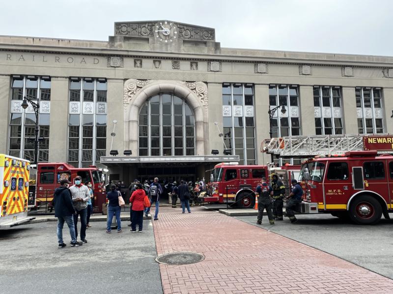 紐瓦克火車站發生火災 巴士火車服務延誤