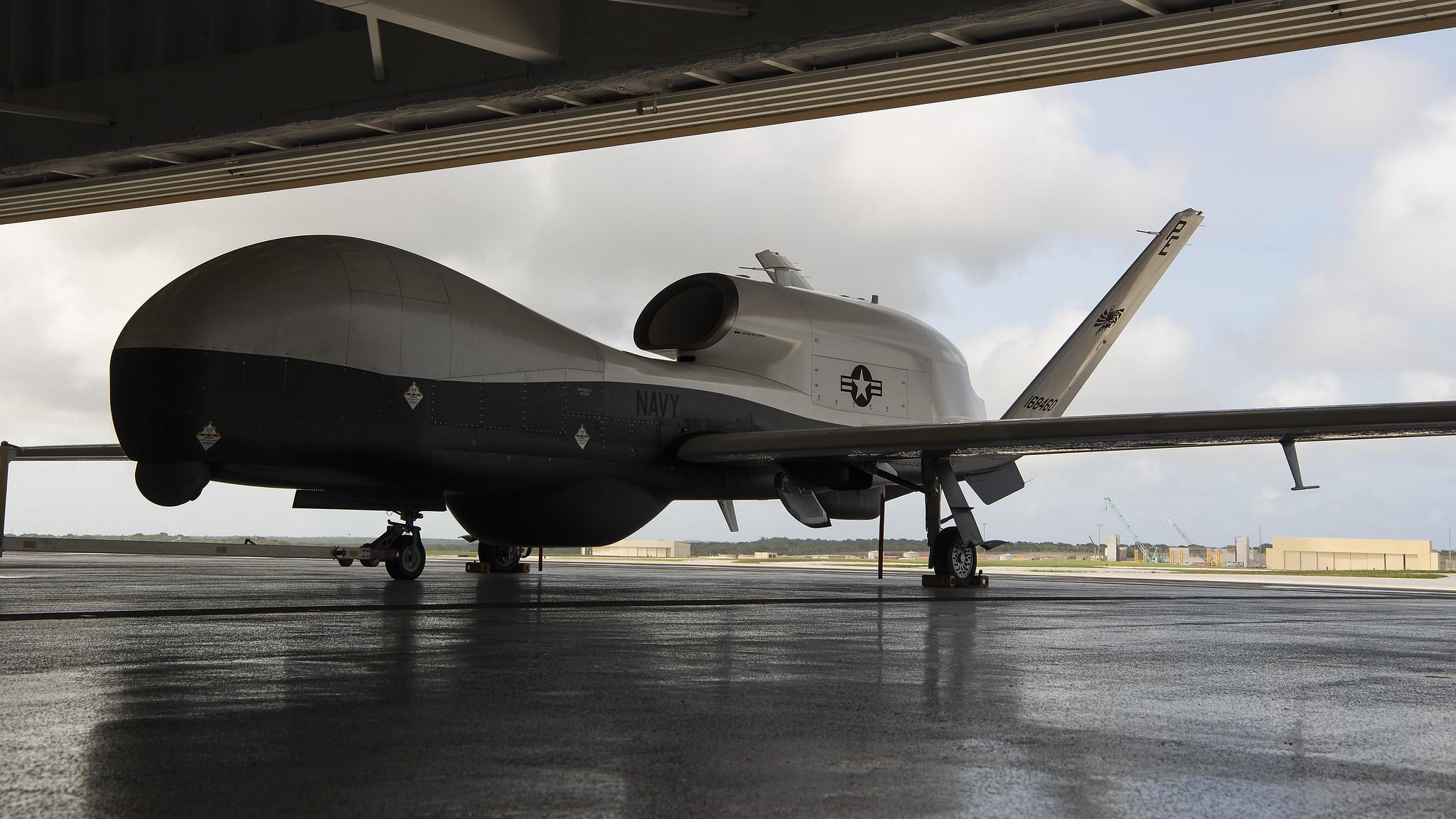 圖為關島安德森空軍基地中的MQ-4C「海神」無人偵查機。 (U.S. Air Force photo by Senior Airman Ryan Brooks)