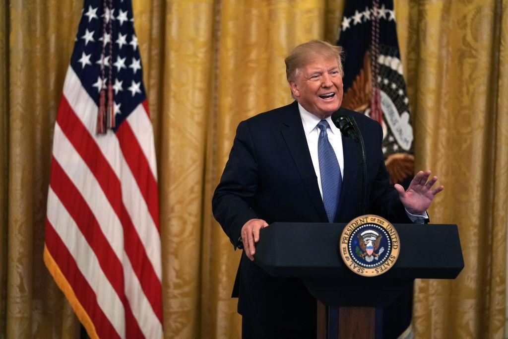 特朗普10日表示,將很快大幅增加對伊朗的制裁,並指責伊朗長期秘密濃縮鈾,早已違反核協議限制。(Alex Wong/Getty Images)