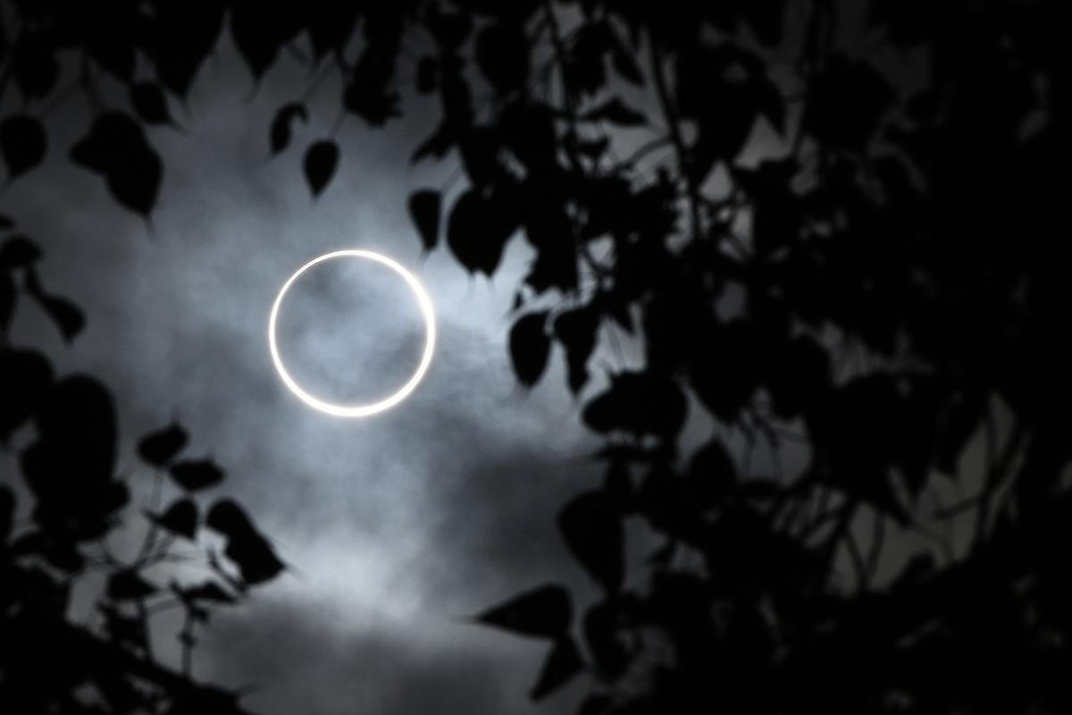 2019年12月26日,亞洲地區出現日環食的天象。此圖攝於印度南部城鎮丁迪古爾(Dindigul)。(Arun SANKAR/AFP)