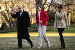特朗普卸任後一家三口現身 首次被公眾看到