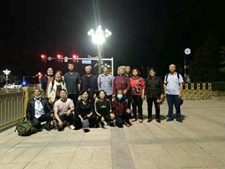 5月12日晚上,重慶15訪民也被扣押在府右街派出所。(受訪者提供)