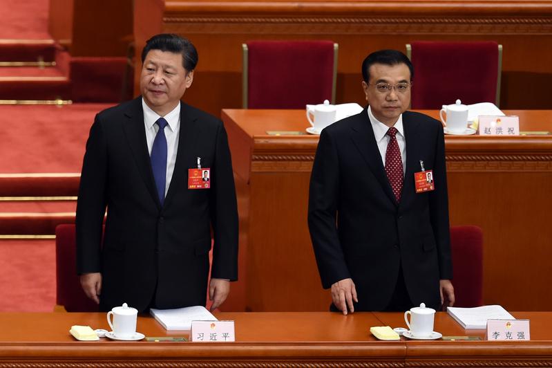 2016年3月5日,習近平(左)和李克強(右)在兩會上。 (WANG ZHAO/AFP)