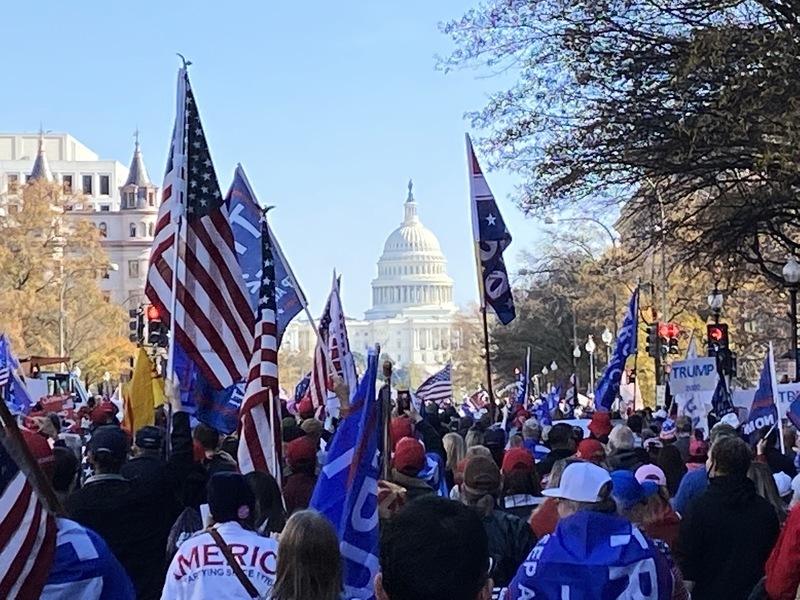組圖:美國50萬人挺特朗普大遊行 標語集錦
