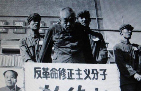 圖:1967年文革期間,江青等人打著毛澤東的旗號,殘酷迫害彭德懷。(公有領域)