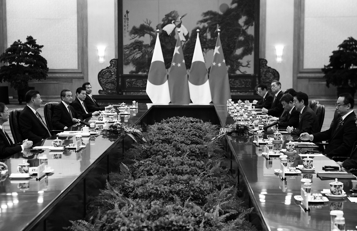 12月23日,習近平會見日本首相安倍晉三一行。(Noel Celis – Pool/ Getty Images)
