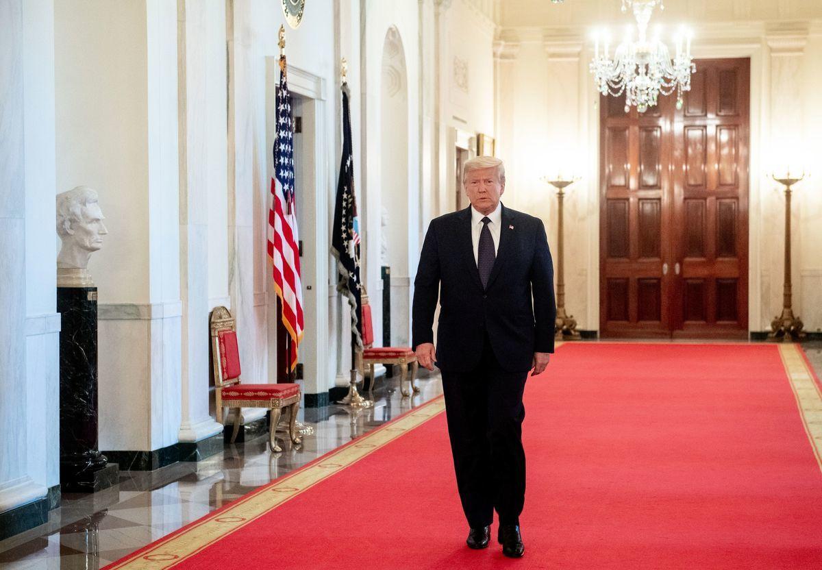 圖為2020年6月17日,美國總統特朗普前往白宮東廳參加活動。(SAUL LOEB/AFP)