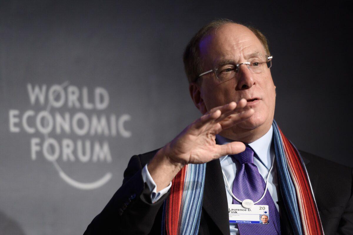 2020年1月23日,世界上最大的投資基金管理公司貝萊德(黑岩基金-BlackRock)董事長兼行政總裁拉里·芬克(Larry Fink)在達沃斯舉辦的世界經濟論壇上。(FABRICE COFFRINI/AFP via Getty Images)