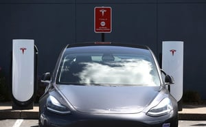 加州車管局調查Tesla「全自動駕駛」功能