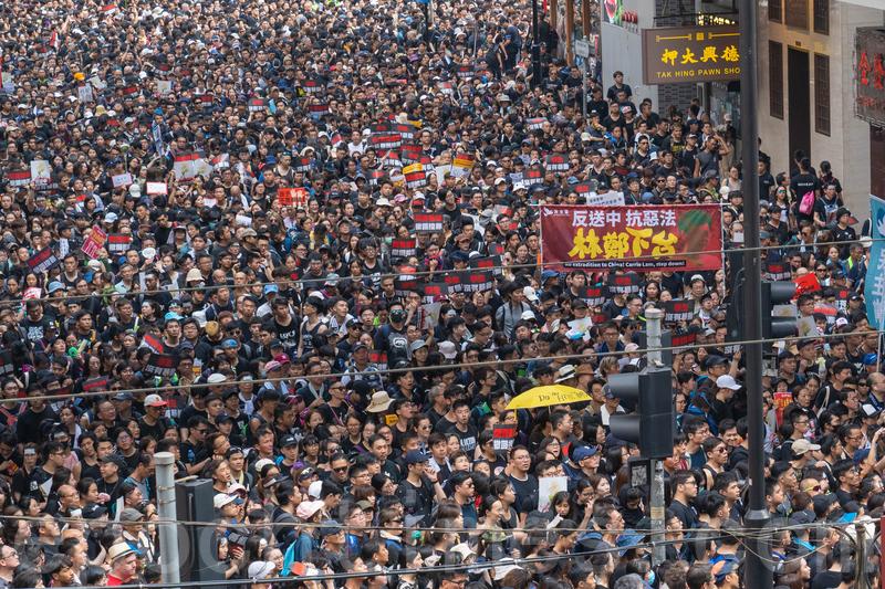 香港民間人權陣線6月16日再次舉行反送中大遊行,再次刷新紀錄,有高達200萬人上街,要求撤回修訂草案及特首林鄭月娥下台。(李逸/大紀元)