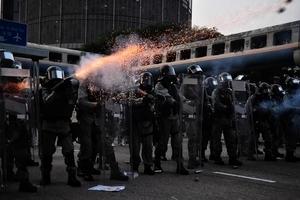 【8.24反送中】觀塘遊行 警狂射催淚彈