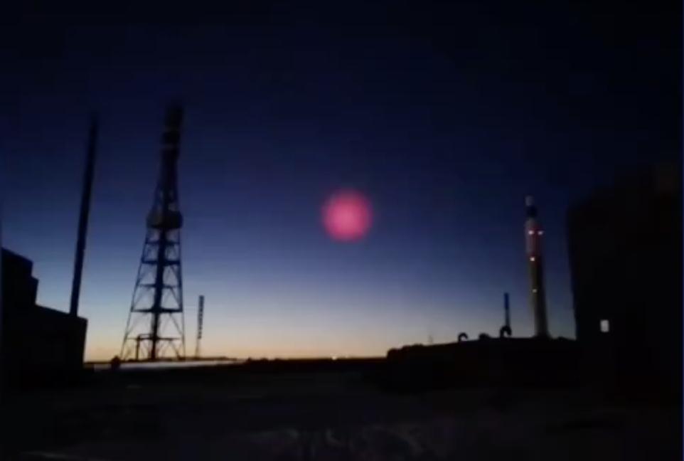 2020年12月23日青海省玉樹早晨天降隕石12小時後,玉樹北面的德令哈地區又出現神秘粉紅光團,引發關注。(影片截圖)
