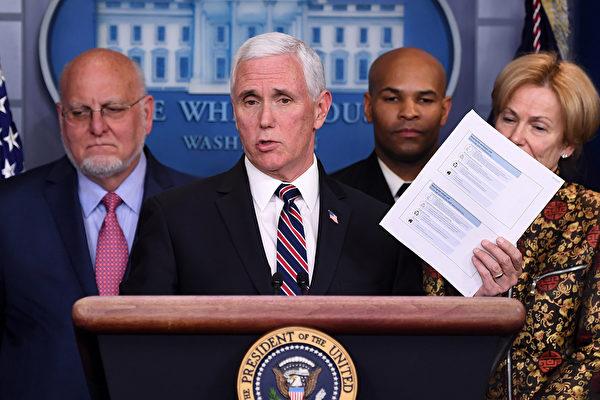 圖為3月9日,美國副總統彭斯在新聞發布會上更新中共病毒疫情。(SAUL LOEB / AFP)