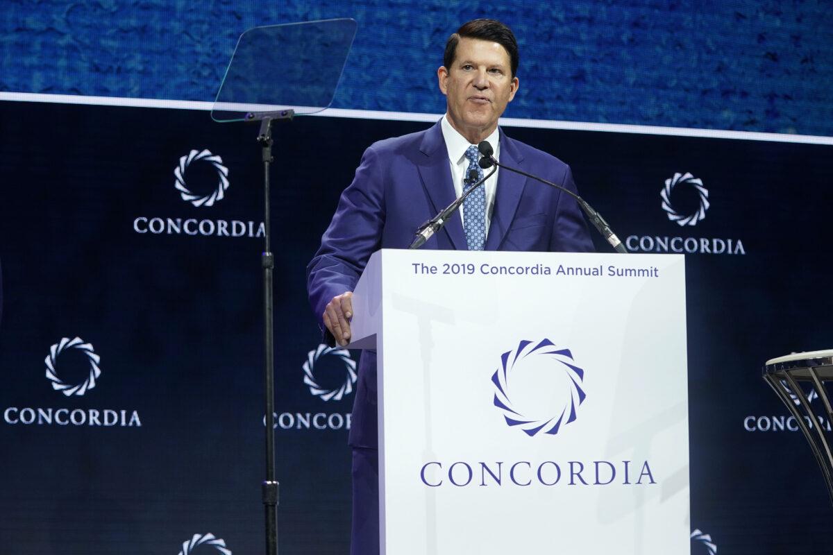 2019年9月24日,負責經濟增長、能源和環境的前美國副國務卿基思·克拉赫(Keith Krach)在紐約市舉行的2019年康科迪亞年度峰會(2019 Concordia Annual Summit)上發表演講。(Riccardo Savi/Getty Images for Concordia Summit)