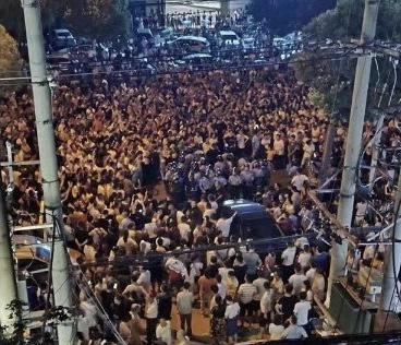 7月2日、3日,湖北武漢市新洲區陽邏街再次爆發上萬人大規模抗議建陳家沖垃圾焚燒場項目。(受訪者提供)