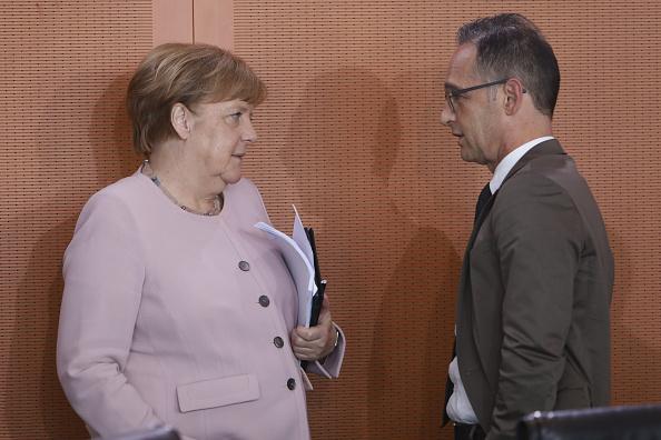 德國政府在香港國安法問題上態度軟弱、迴避,總理默克爾(左)與外交部長馬斯(右)都受到國內批評。此圖攝於2019年。(Michele Tantussi/Getty Images)