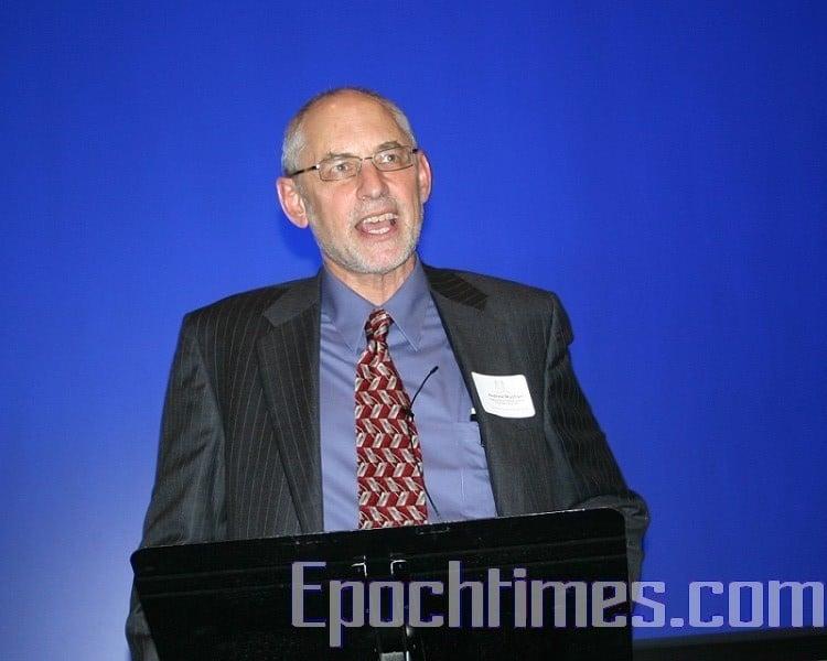 著名中國問題專家、哥倫比亞大學政治學教授黎安友在演講。(易永琦/大紀元)