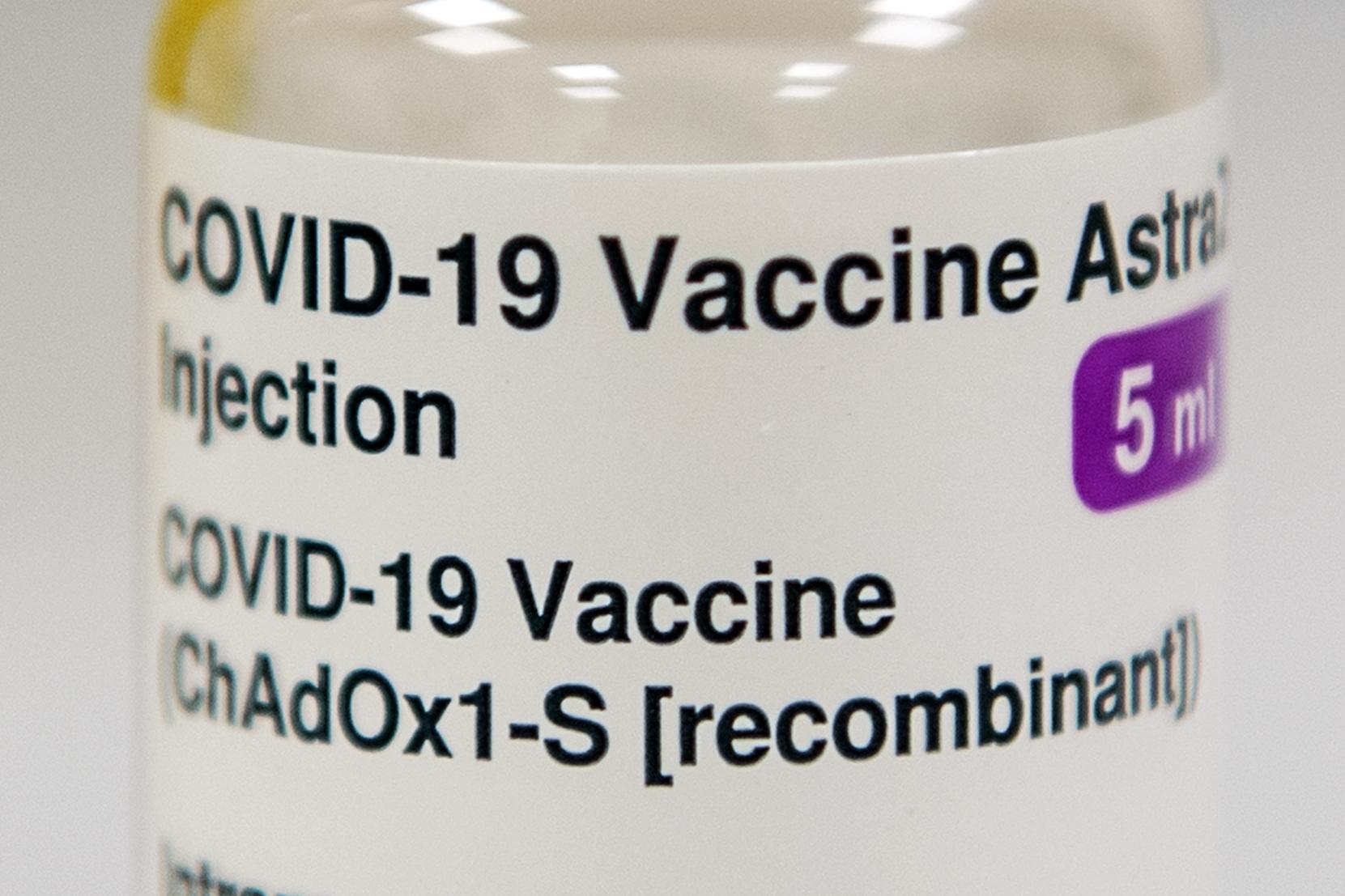 加拿大國家疫苗顧問小組(NACI)於2021年3月29日公佈,基於安全考慮,建議停止向55歲以下人士接種阿斯利康-牛津疫苗。(Andy Buchanan /Getty Images)