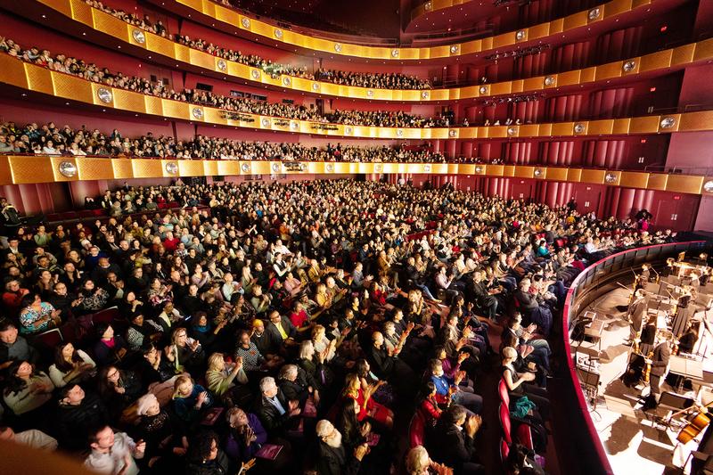 2019年1月、3月,神韻紐約藝術團在紐約林肯中心大衛寇克劇院進行了兩輪共29場演出,締造了場場爆滿的票房紀錄。(戴兵/大紀元)