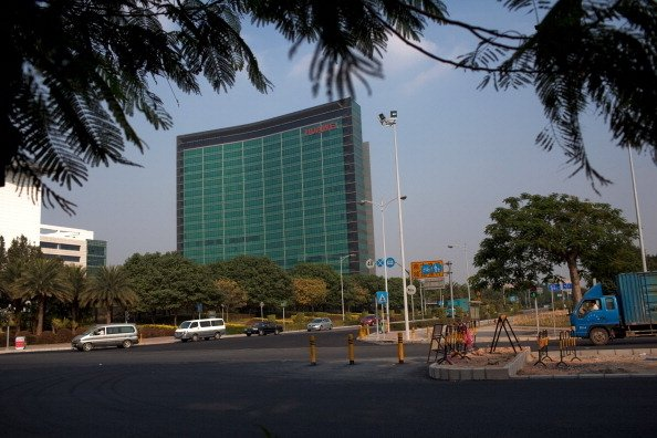 華為、阿里巴巴996工作制,並將其視為企業文化,引發批評。圖為華為深圳總部。(Daniel Berehulak/Getty Images)