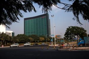 蓬佩奧:中共安全部隊人員在華為大樓工作